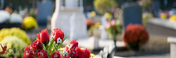 Cérémonies civiles et religieuses : coutumes des fleurs de deuil.